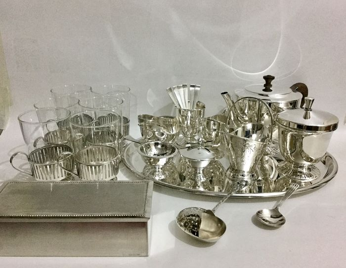 Vintage silver plated Douwe Egberts set including teapot, design Herbert Hooijkaas (HH), Schoonhoven Silver City of the Netherlands - mid 20th - silver plated