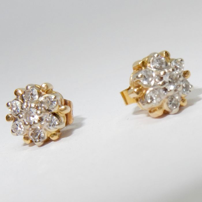 14 kt. Yellow gold - Earrings, About 0.56 carats - Diamonds