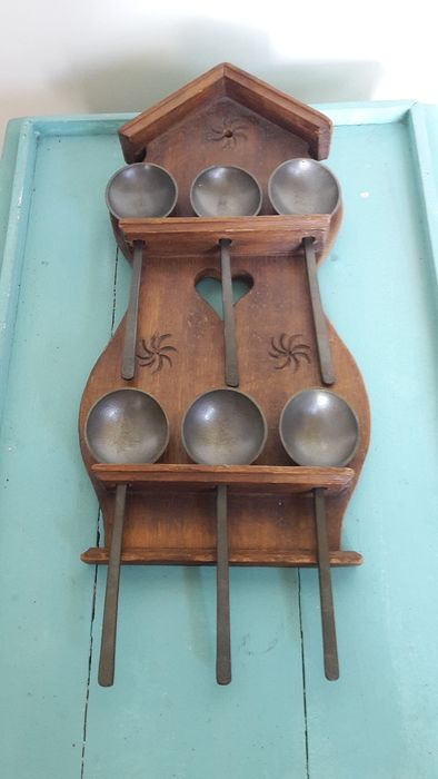 Wooden spoon rack with 6 pewter spoons - Pewter/Tin, Wood- Oak