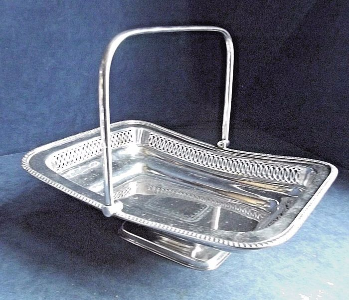 Silver plated basket with pedestal and handle - Silverplate - U.K. - First half 20th century