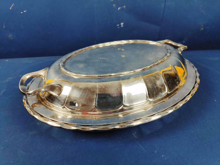 Serving plate with lid and handles - Silverplate - England - 1900