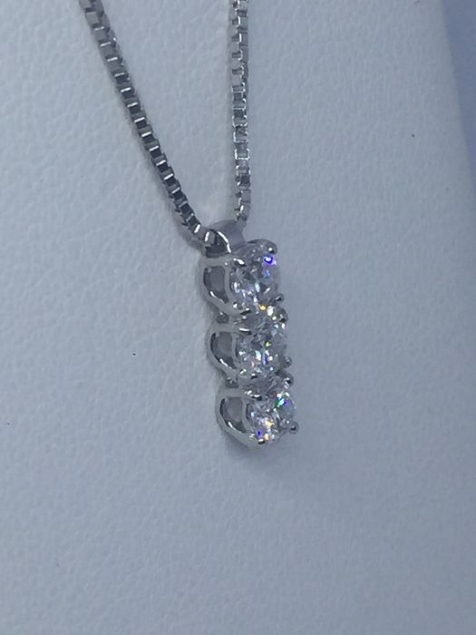 Alfieri & St. John - 18 kt. White gold - Necklace with pendant - 0.60 ct Diamond