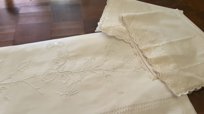Bed sheet and pillowcases (3) - cotton