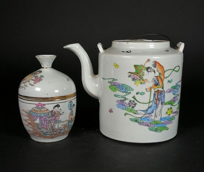 Teapot and cup - Porcelain, Famille Rose Porcelain  - China - Early 20th century