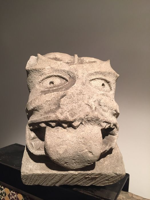 Sculpture, corbel with tongue-pulling creature - Romanesque - Limestone - 12th century
