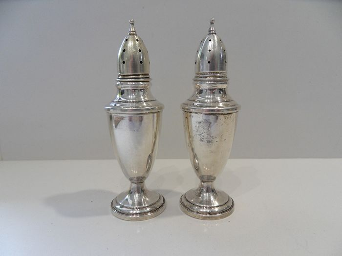 Pair of salt and pepper (2) - .925 silver - Towle - North America - mid 20th century