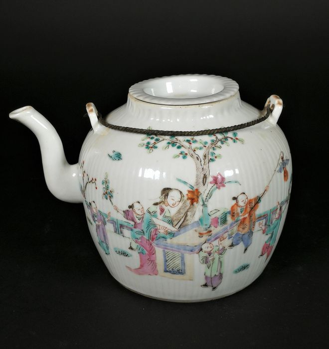 Teapot - Porcelain, Famille Rose Porcelain  - China - 19th century