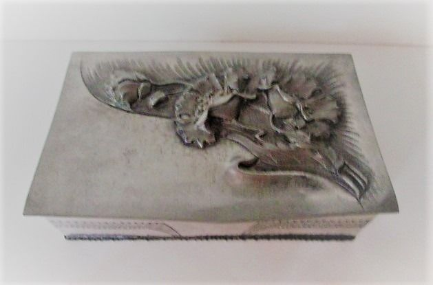 R.Sitoleux - Signed Art Nouveau box in repoussé technology