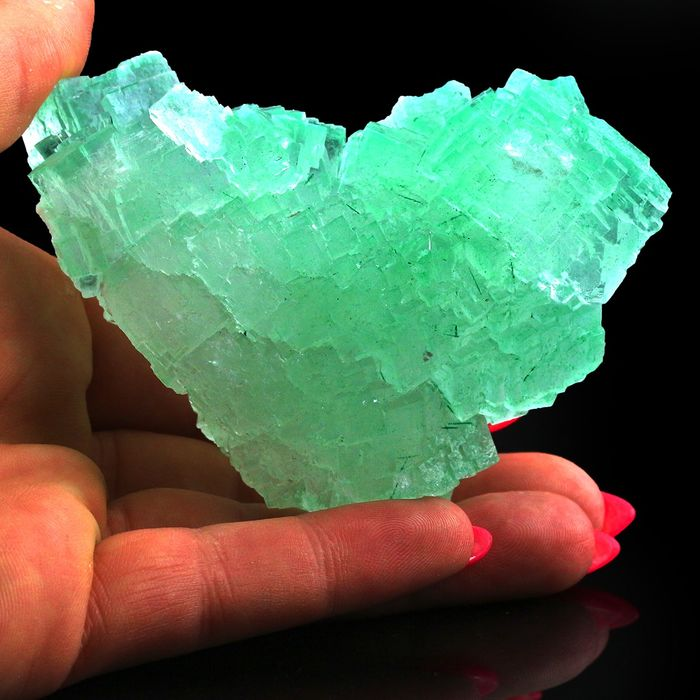 Like Heart! Neon Green Halite Kristalcluster - 9×5.5×4.5 cm - 210 g