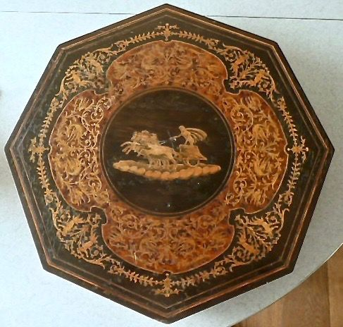 Achtkantig - REUGE Music table with chariot image - Marquetry inlaid wood (Intarsia)