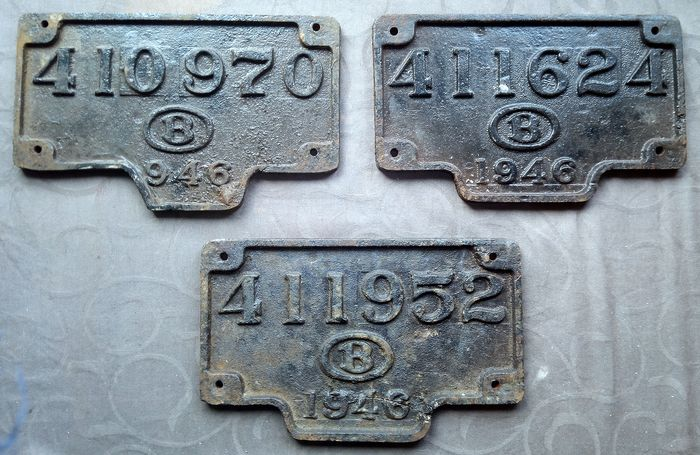 Belgian Railways - Three license plates for wagons / locomotives - Iron (cast/wrought)