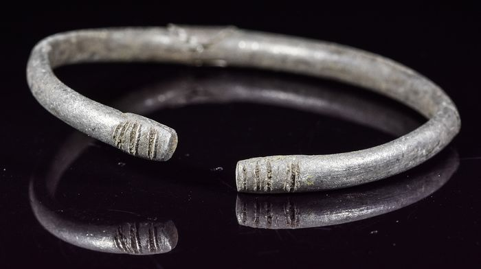 Celtic Silver Ring with Stylized Snake Heads - Catawiki