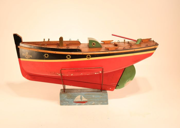 Beautiful wooden model of a ship's hull - Wood