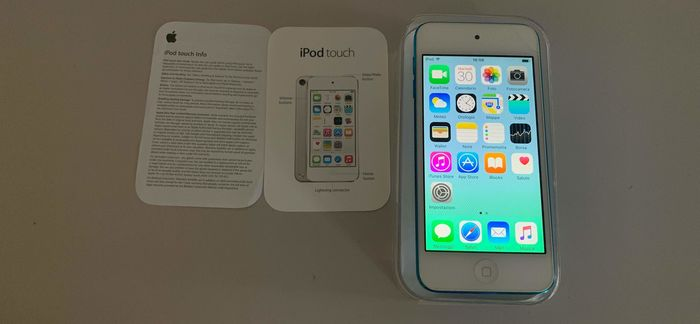 1 Apple iPod Touch 5 -16GB - Ipod (1) - In original box