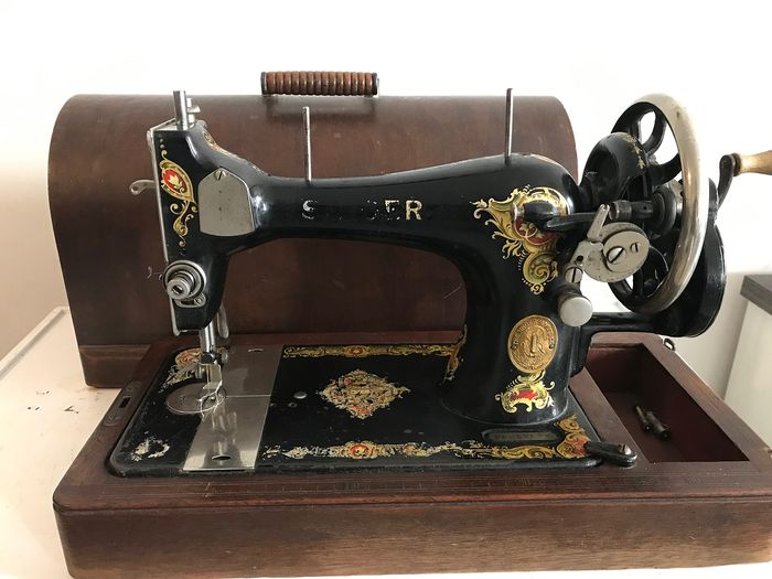 Singer 128K - Sewing machine in wooden box, 1915 - Iron