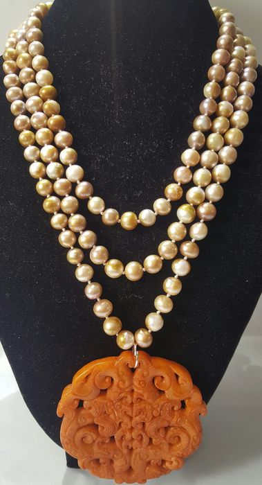 Buddhist amulet and necklace - .925 silver, cultured pearls and jade