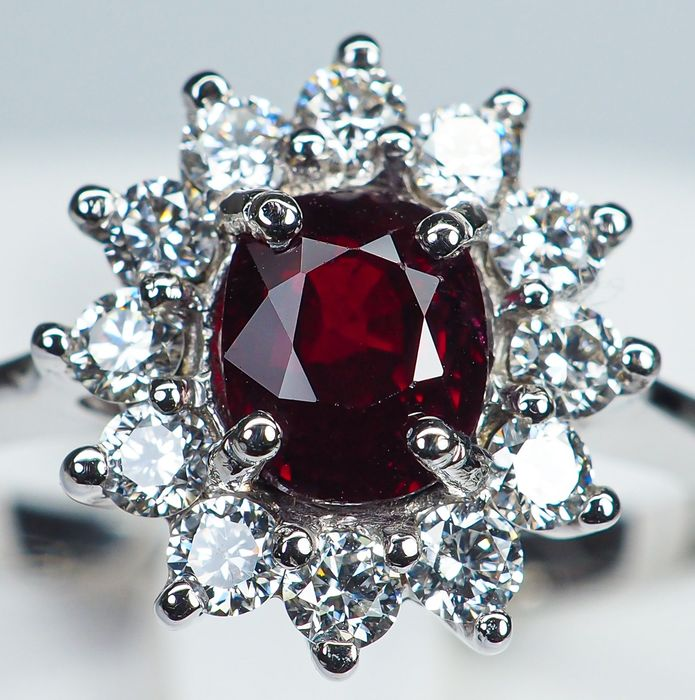"18kt - White Gold Ring - 1.47 ct ""Pigeon Blood"" Red Ruby & VVS Diamonds"