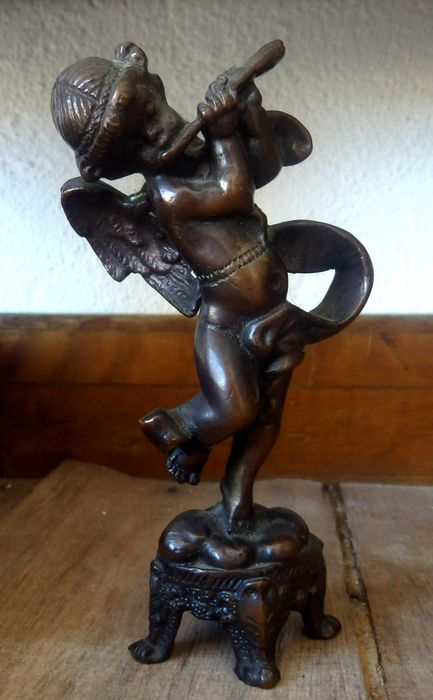 Putti on pedestal playing the flute, 1920's - Baroque - Bronze