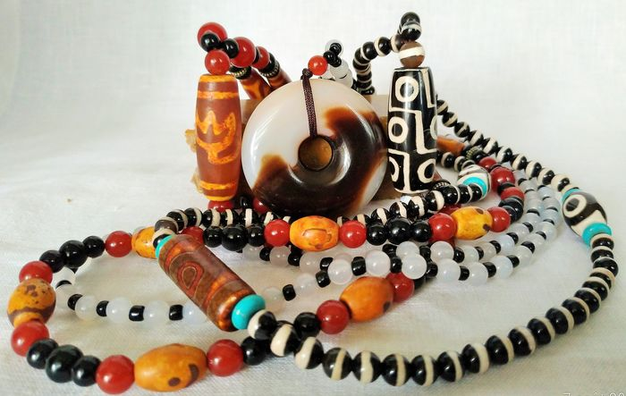 "Necklace ""Mala"" of Dzi Pearls and Amulets ""Buddhism"" - Disk Bi - Lotus Flower - 9 Eyes (3) - Agate"