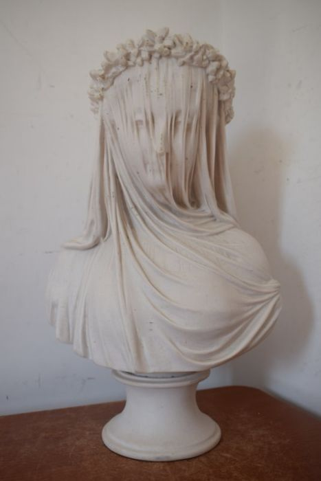 """Bust of """"widowed woman with Veil"""" - Marble powder"""