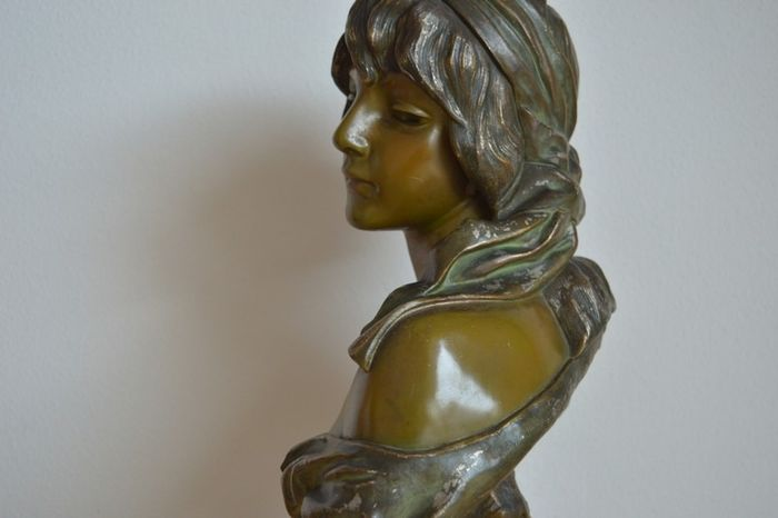 Bust of beautiful young woman (1)