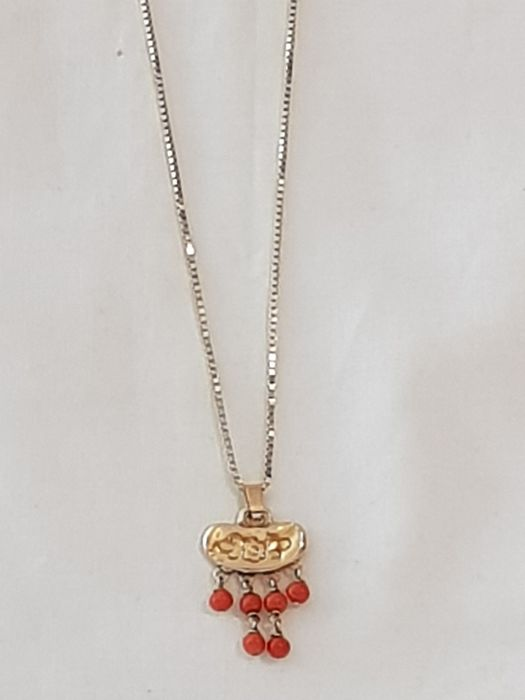 14 kt. Gold - 14 kt gold necklace with gold pendant with 6 red coral, antique
