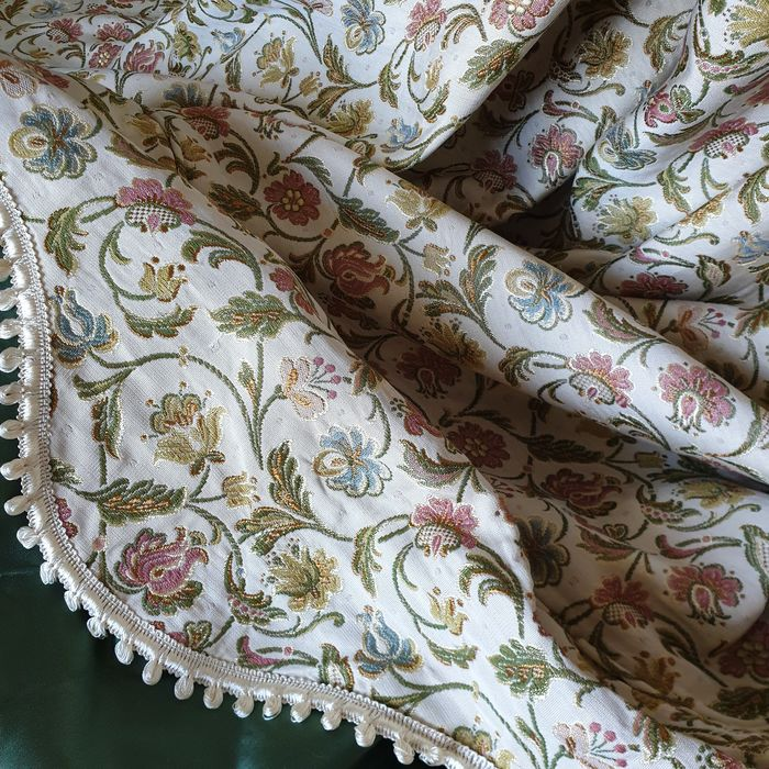 Italy. Double bed cover with flounce, antique gold brocade and green fabric - Baroque - Brocade - First half 20th century