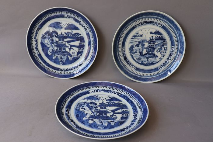 Plate (3) - Canton - Porcelain - China - 19th century