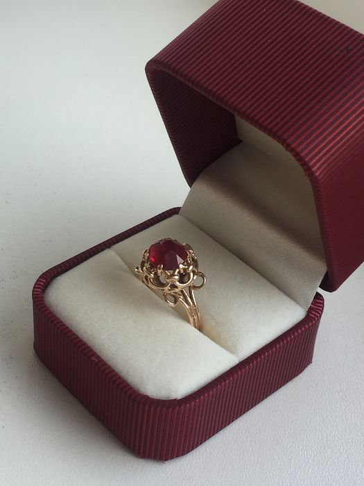14 carats Bague en or vintage Rubis