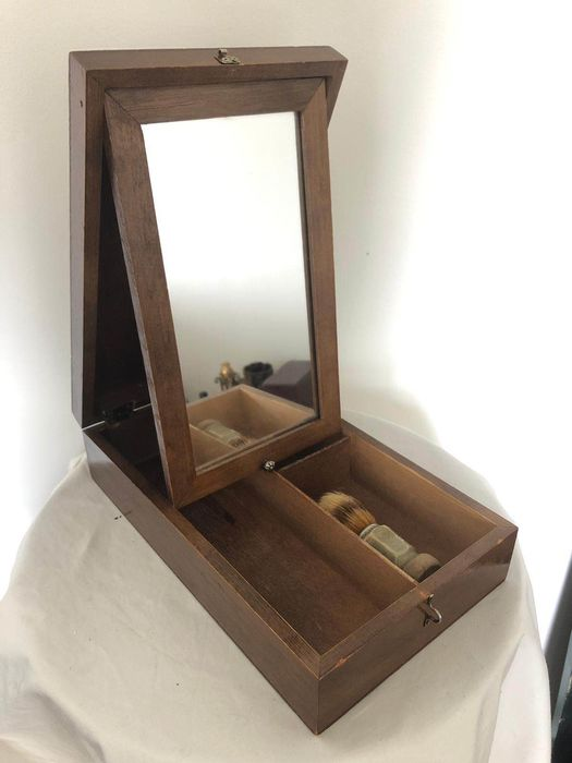 Wooden monsieur shaving box mirror - wood