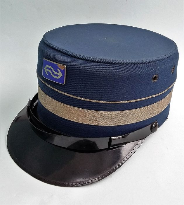 Conducterspet Conductor Cap - Dutch railways - NS train - fabric, metal, plastic, glass-enamel