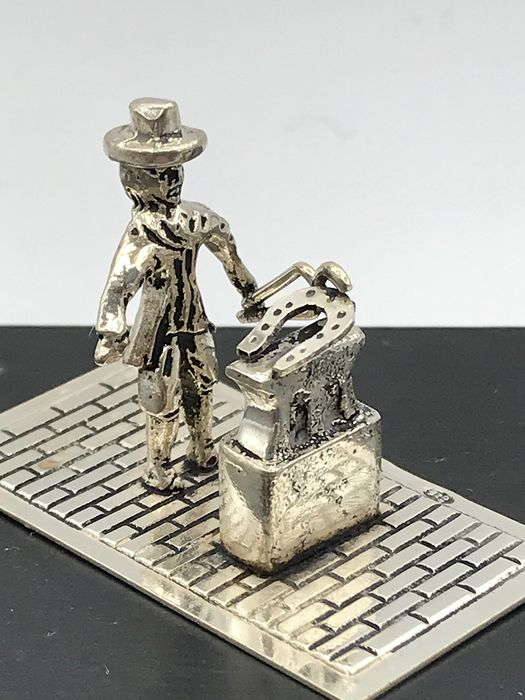 H Hooykaas Schoonhoven  - Handmade Dutch silver miniature Blacksmith with horseshoe with anvil - Silver
