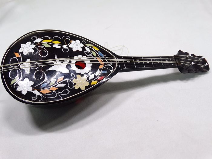 Italian mandolin with Swiss mechanism (1) - celluloid