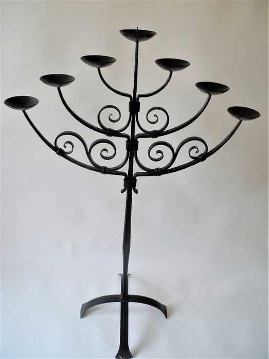 Hand gemaakt - Large heavy wrought iron 7-armed candlestick (1) - Wrought iron