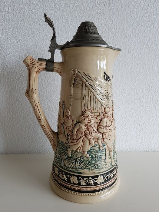 Beer jug with pewter lid and thumb rest - Earthenware