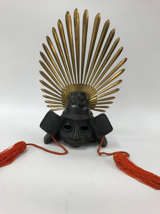 Okimono - Iron and copper and gold plating - Exquisite Kabuto - Japan - Late 20th century