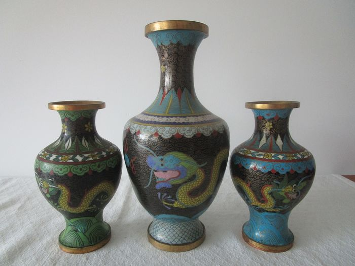 Vases -Cloisonne with dragons China (3) - bronze enamel - China - Second half 20th century