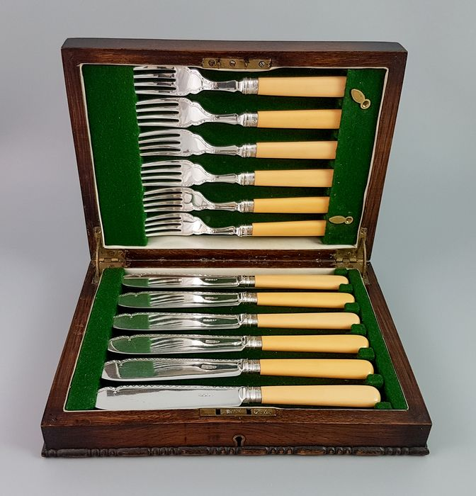 Harrison Brothers & Howson (George Howson) - Sheffield - Box, Cutlery, 6 person silver plated and sterling fish eater set (12) - Art Deco - .925 silver, Brass, Silverplate, Wood- Mahogany