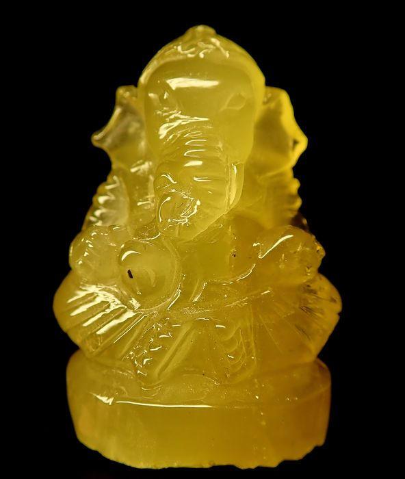 Rare Beryl Ganesha with Cat's Eye Effect 104,05ct - 36.31×26.23×20.25 mm - 20.81 g