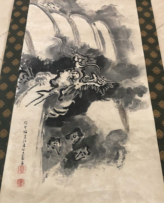 Impressive and old scroll painting - Handpainted on paper - 'Flying Dragon and Waterfall' - With signature 'Baisho' 梅笑 - Japan - Meiji period (1868-1912)