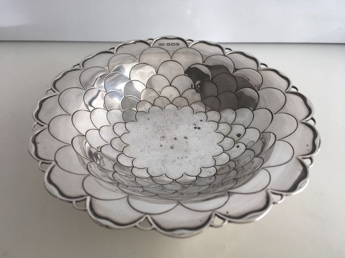 Very rare Edwardian Sterling silver sweet dish with fish scale design throughout (1) - .925 silver - U.K. - 1931