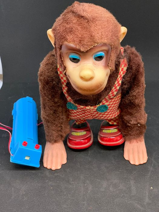 Alps - Battery operated Walking Monkey with remote control - 1960-1969 - Japan