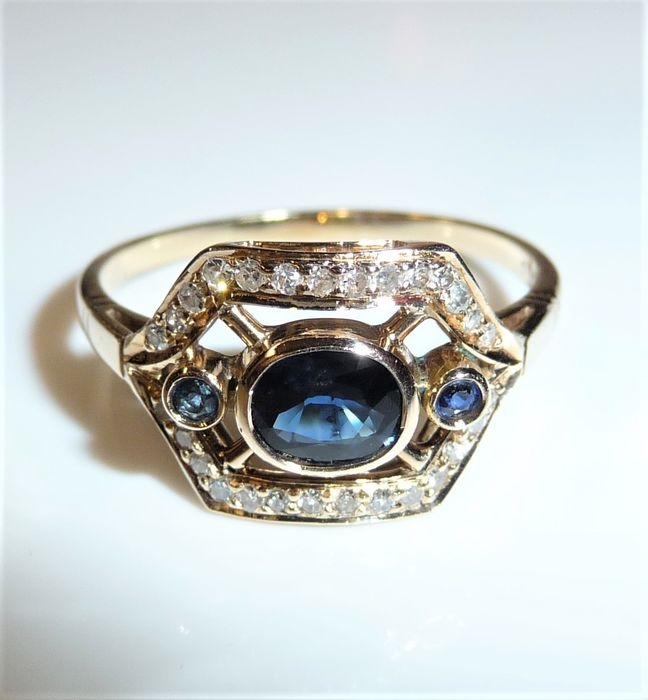 14 kt. Yellow gold - Ring 0.60 ct. Sapphires + 0.28 ct. diamonds