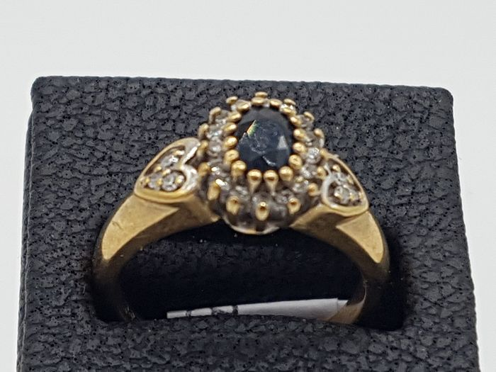 VINTAGE Yellow Gold- Oval Sapphire & Diamond Ring (size k) - 375/9KT Or jaune, Platine - Bague Saphir - Diamants