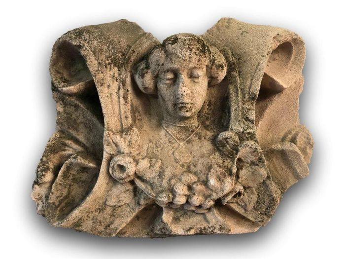Sculpture, Capital fragment showing a female bust in Medieval style - Stone (mineral stone) - 19th century