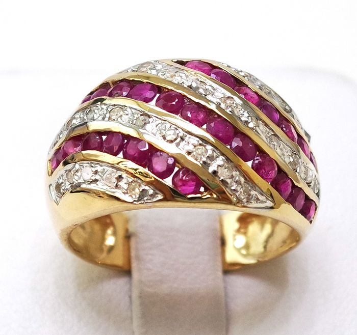 10 kt. Yellow gold - Ring - 1.08 ct Ruby - Diamond