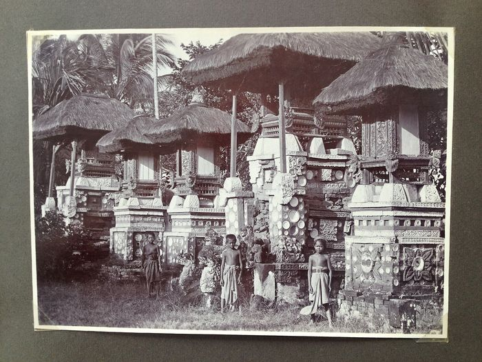(Indonesia; Bali; Photographs) - Album with 40 photos of Architecture and Monuments in Bali - 1920
