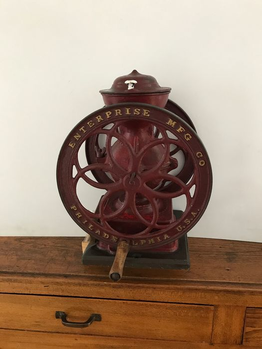 coffee grinder - Iron (cast/wrought)