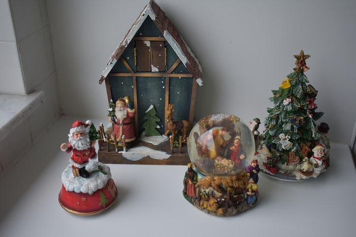 various Christmas music boxes (4) - wood - resin - plastic - metal - glass