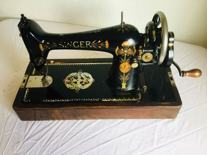 Singer 66K - Sewing machine, 1924 - Iron (cast/wrought), Wood